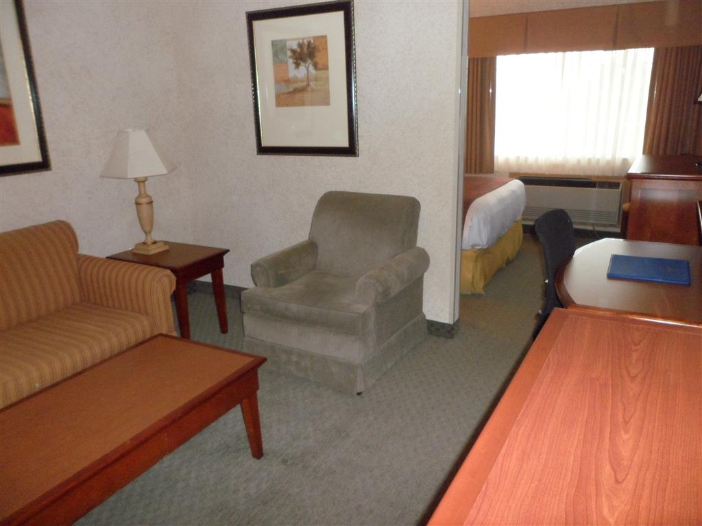 Best Western Plus Rama Inn - Suite