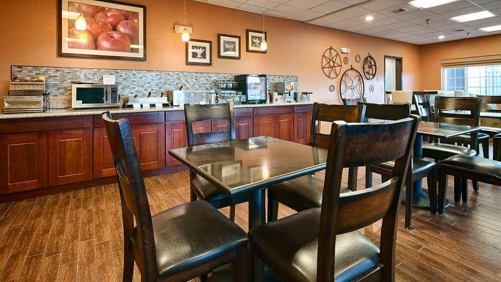 Best Western Plus Rama Inn - Le petit déjeuner buffet