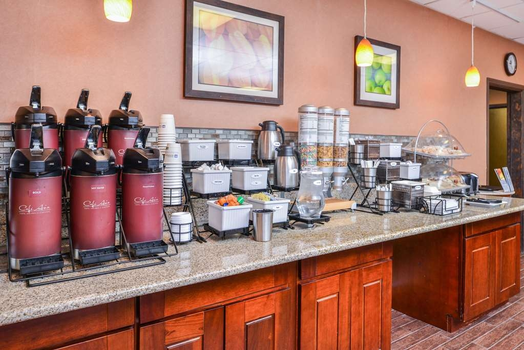 Best Western Plus Rama Inn - Salle de petit déjeuner
