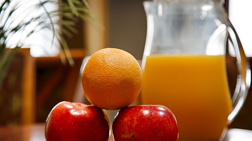 Best Western Prineville Inn - Enjoy some fresh fruit during breakfast!