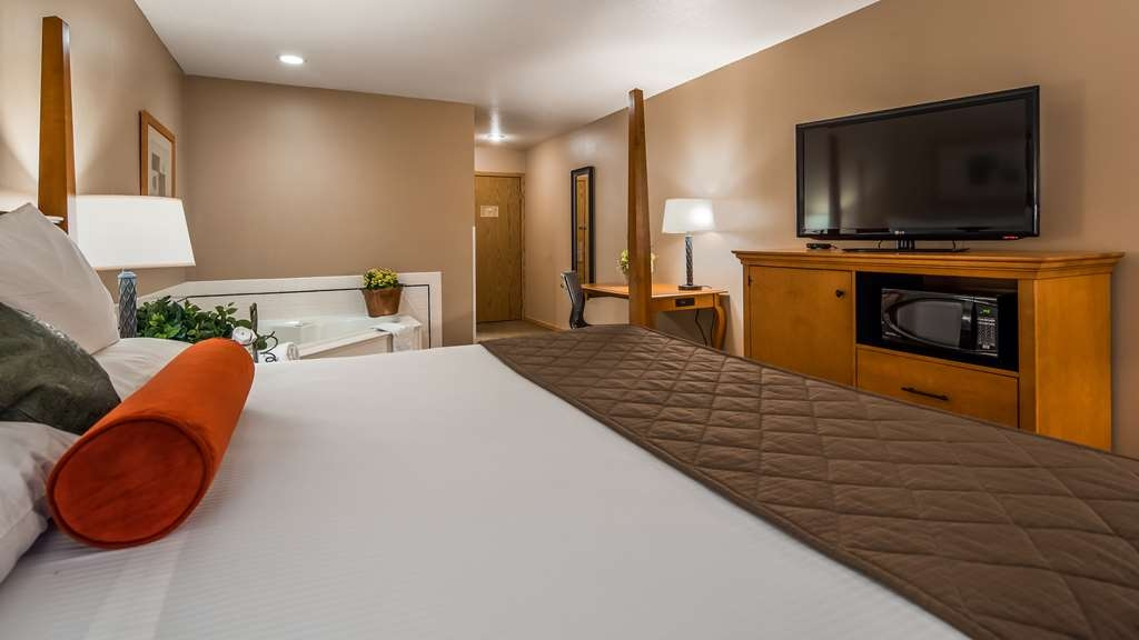 Best Western Prineville Inn - Relax in a King Hot Tub Room!