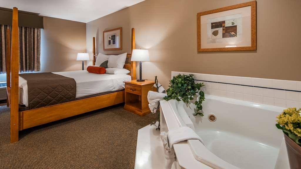 Best Western Prineville Inn - Enjoy a long soak in the hot tub!