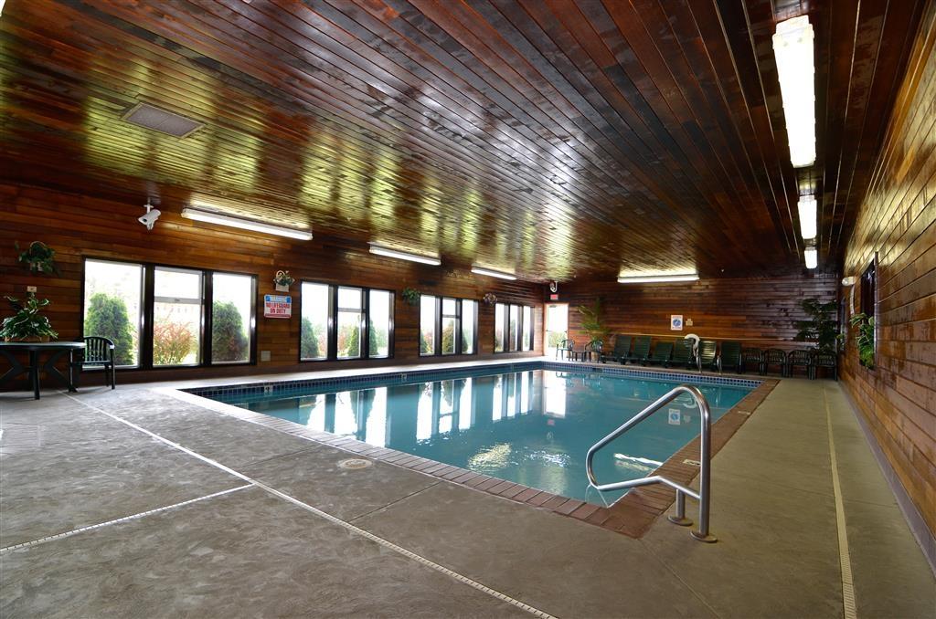 Best Western Plus Landmark Inn - Poolansicht