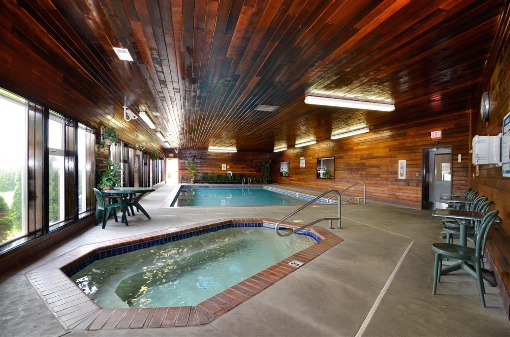 Best Western Plus Landmark Inn - Wannen-Whirlpool in der Halle