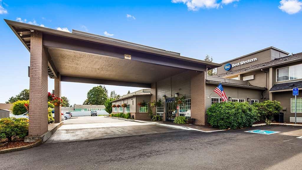 Best Western Oak Meadows Inn - Hotel Exterior