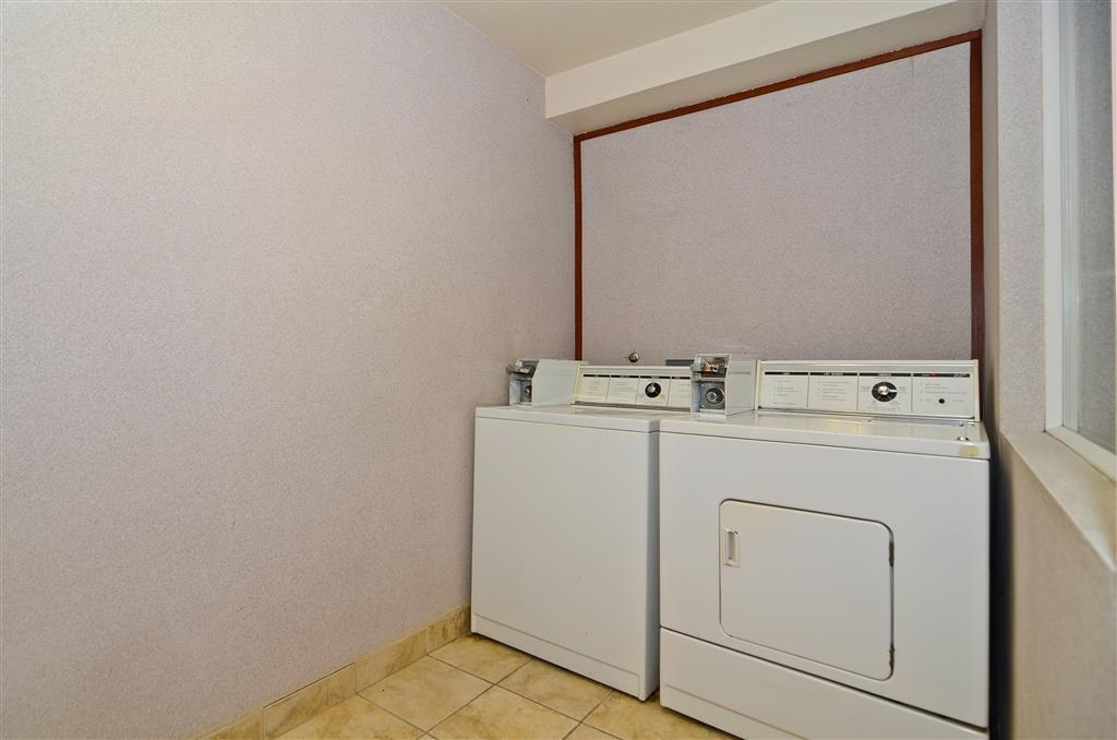 Best Western Oak Meadows Inn - Guest laundry is available for your convenience.