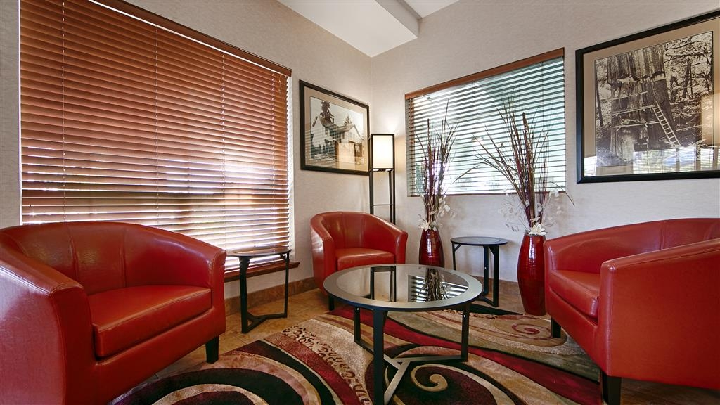Best Western Oak Meadows Inn - Our lobby is the perfect place to meet up with family or friends.