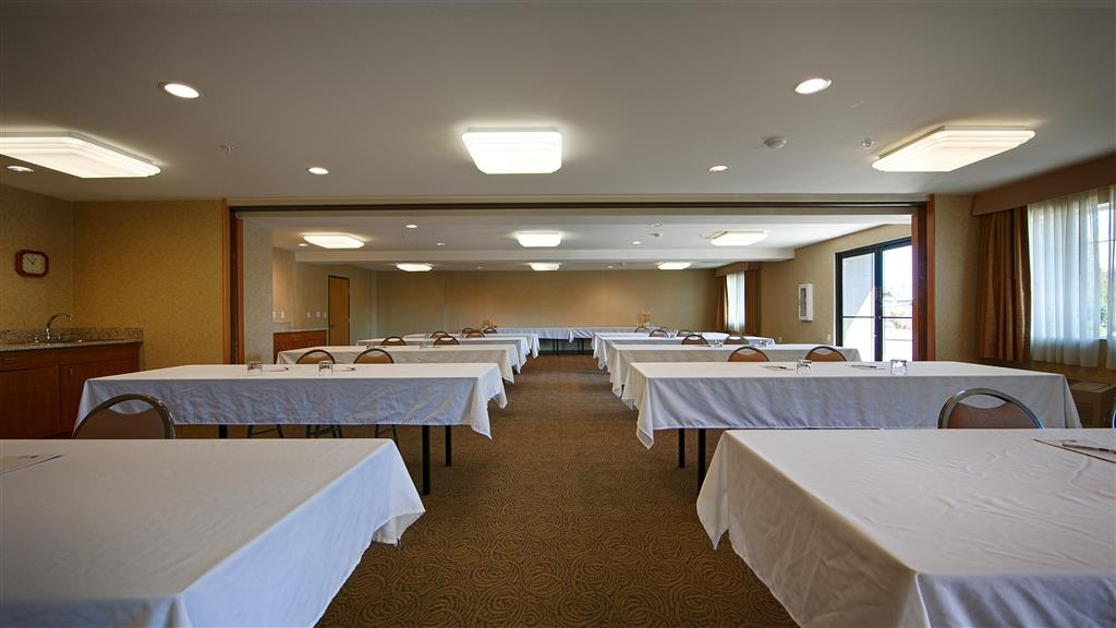 Best Western Oak Meadows Inn - Give us a call to check rates and book one of our meeting rooms.