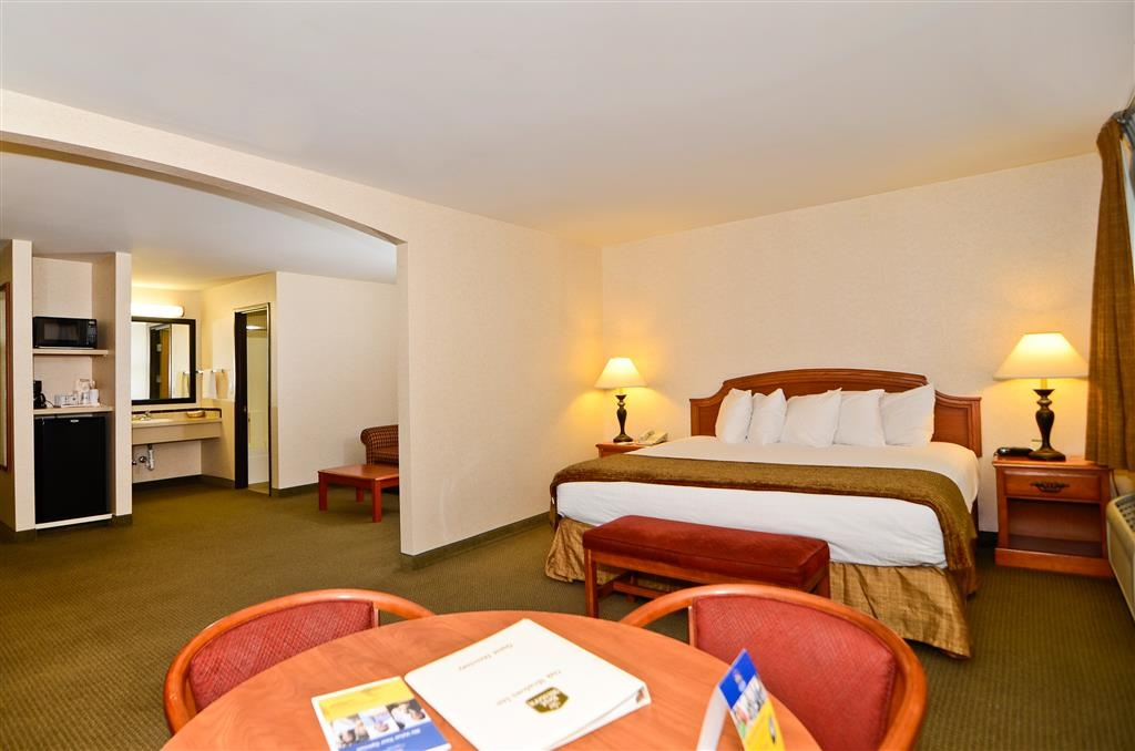 Best Western Oak Meadows Inn - Suite