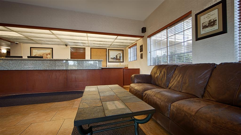 Best Western Oak Meadows Inn - reception