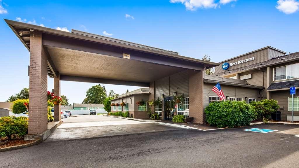 Best Western Oak Meadows Inn - Façade