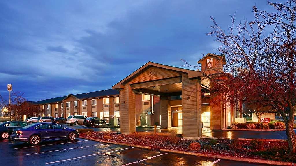 Best Western Plus Rama Inn & Suites - Area esterna