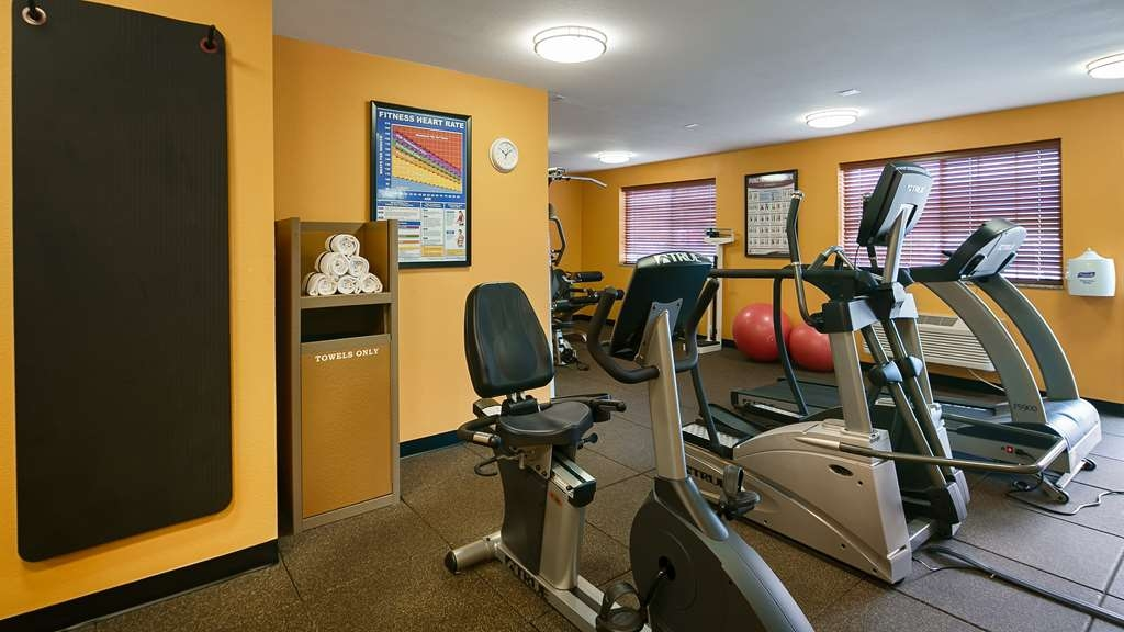 Best Western Plus Rama Inn & Suites - Catch an episode of your favorite show while working off those pesky calories.