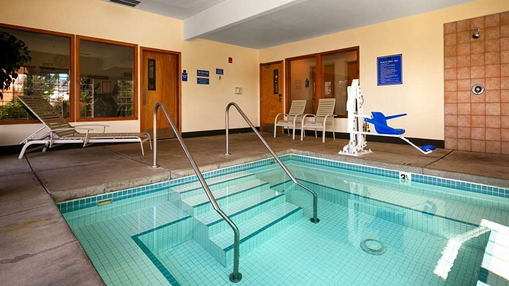 Best Western Dallas Inn & Suites - Over-sized Hot Tub