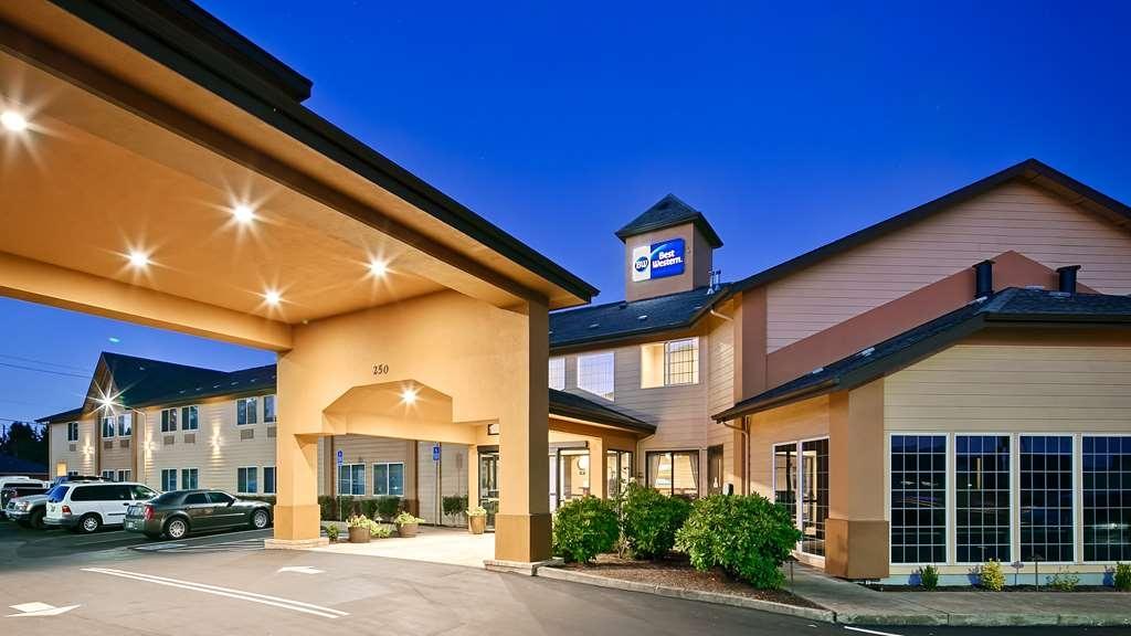 Best Western Dallas Inn & Suites - Vista Exterior