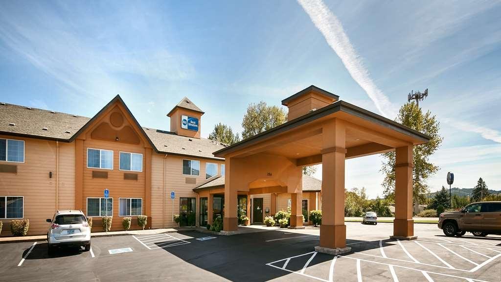 Best Western Dallas Inn & Suites - Außenansicht