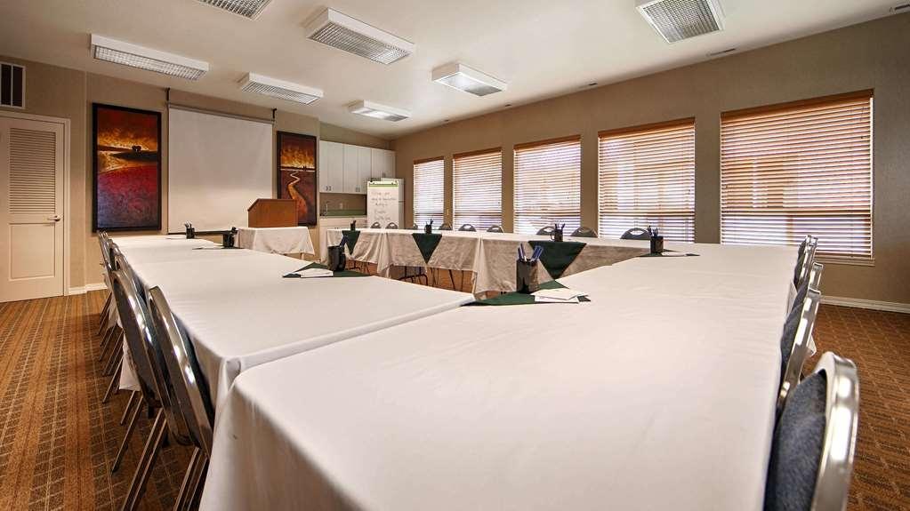 Best Western Inn at Face Rock - Besoin d'organiser une réunion d'affaires? Nous disposons de l'espace nécessaire pour vous accueillir, vous et vos clients.