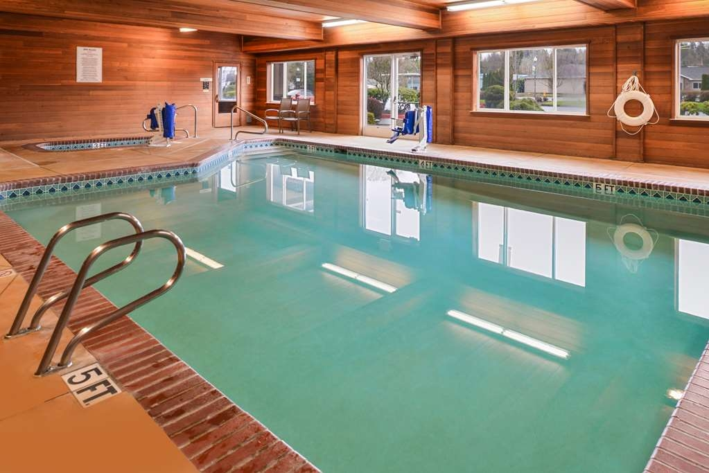 Best Western Plus Cascade Inn & Suites - piscina coperta