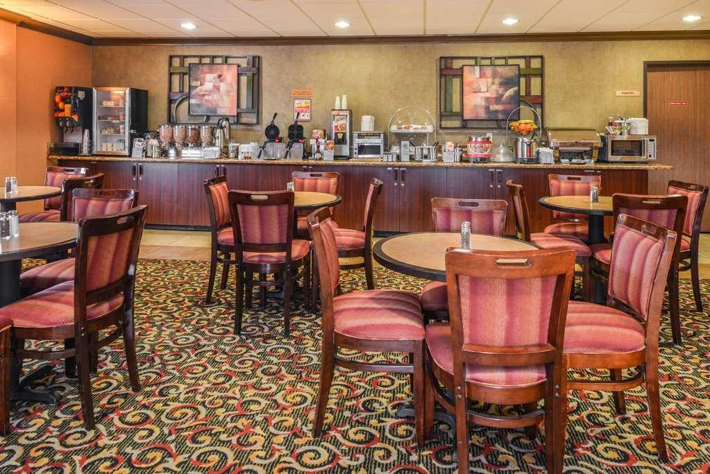 Best Western Plus Cascade Inn & Suites - Le petit déjeuner buffet
