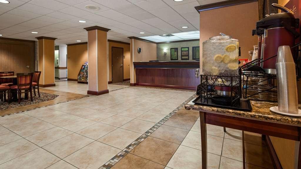 Best Western Plus Cascade Inn & Suites - Vue du lobby