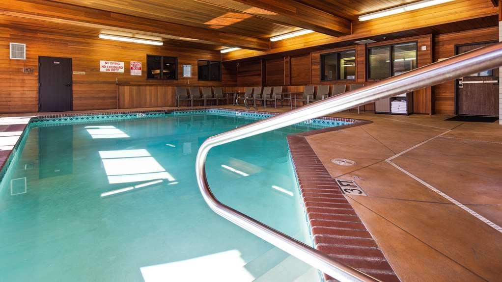 Best Western Plus Cascade Inn & Suites - Vue de la piscine