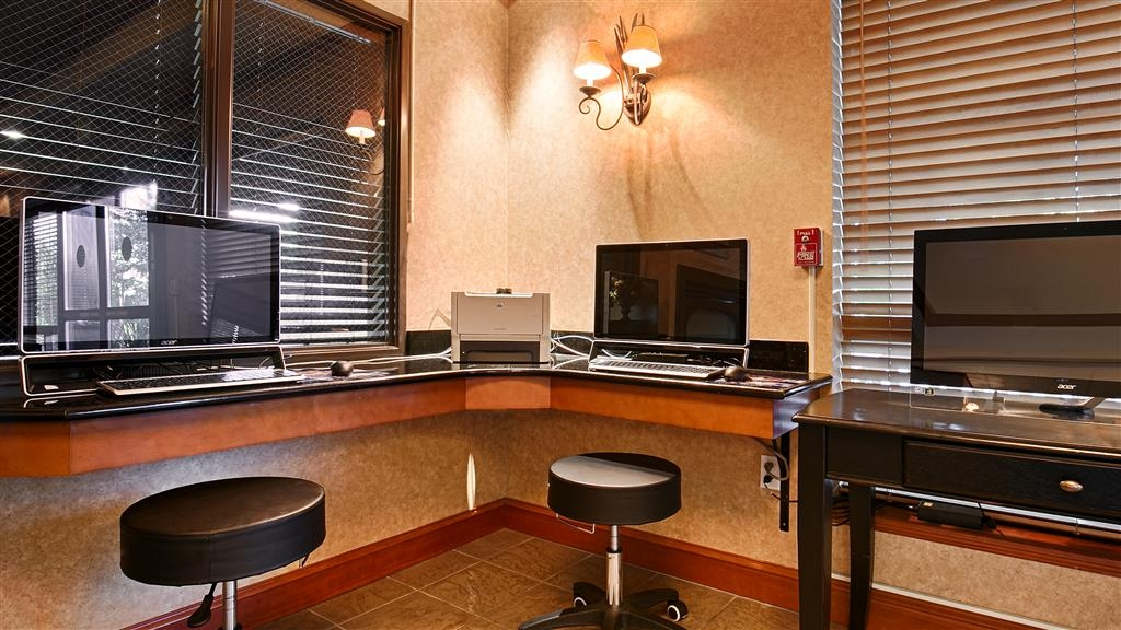 Best Western Plus Northwind Inn & Suites - Stay connected on the road at our business center.