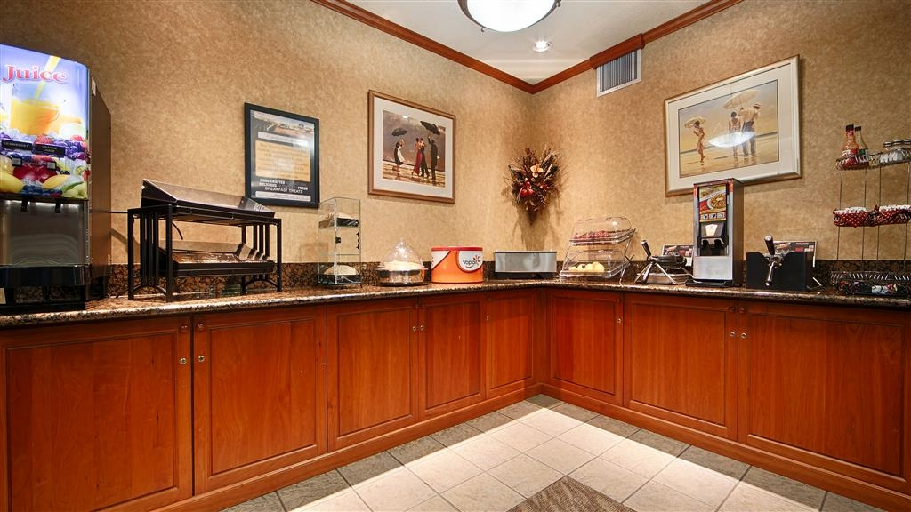 Best Western Plus Northwind Inn & Suites - Enjoy a balanced and delicious breakfast with choices for everyone.