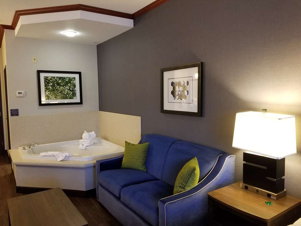Best Western Plus Northwind Inn & Suites - Spa Suite with King Size bed