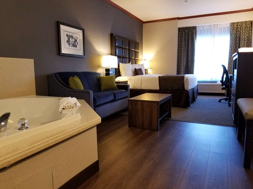 Best Western Plus Northwind Inn & Suites - Suite mit Whirlpool