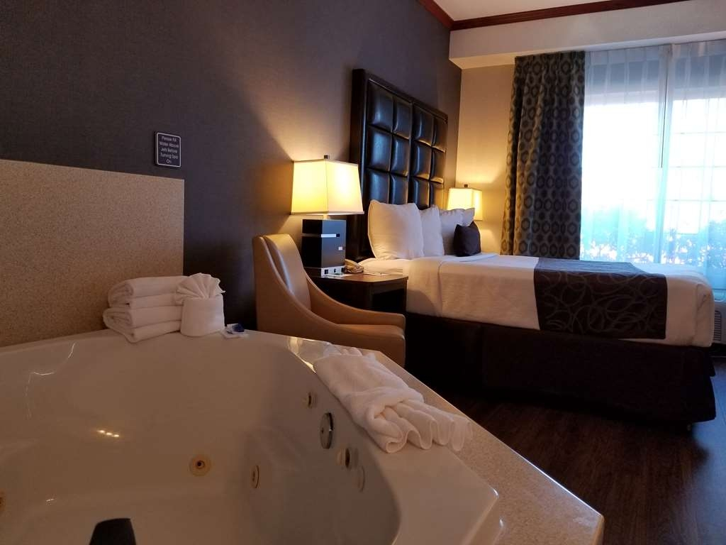 Best Western Plus Northwind Inn & Suites - Spa Suite with 1 Queen bed handicap accessible