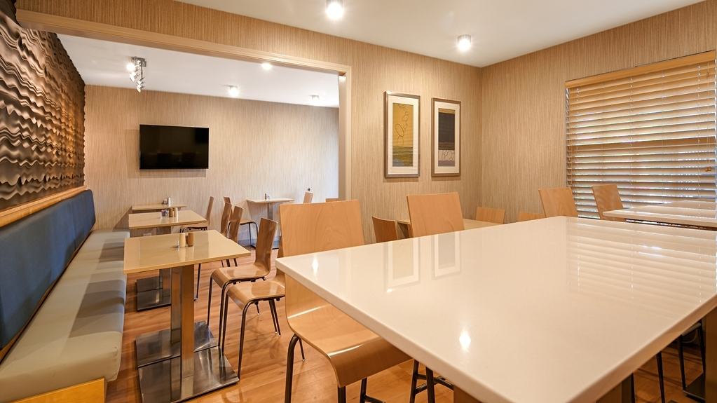 Best Western Horizon Inn - Sit down and enjoy the morning news while sipping a delicious cup of coffee.