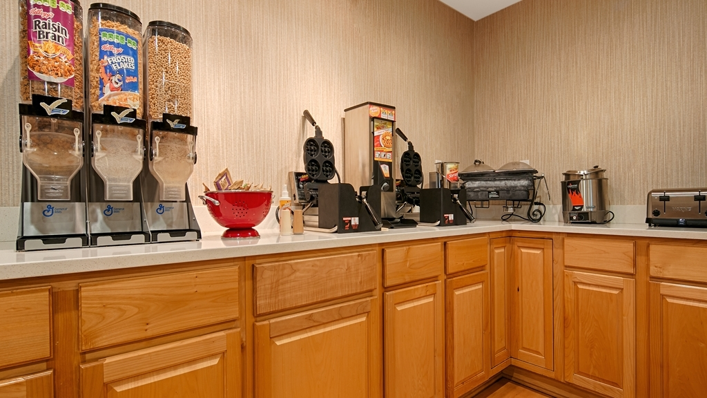 Best Western Horizon Inn - Enjoy a balanced and delicious breakfast with choices for everyone.