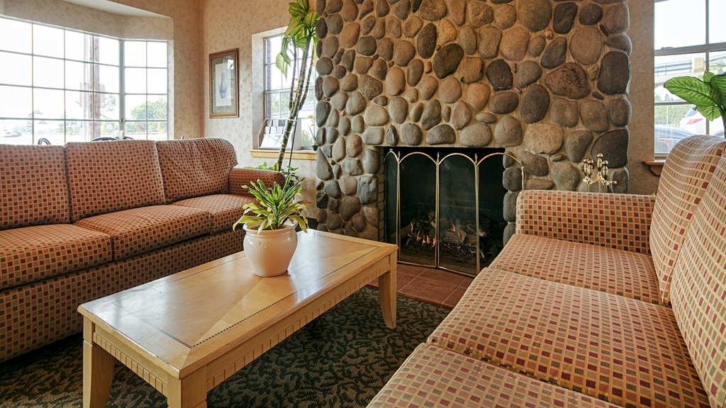 Best Western Horizon Inn - Stay warm by the fireplace or settle into one of the comfortable chairs.