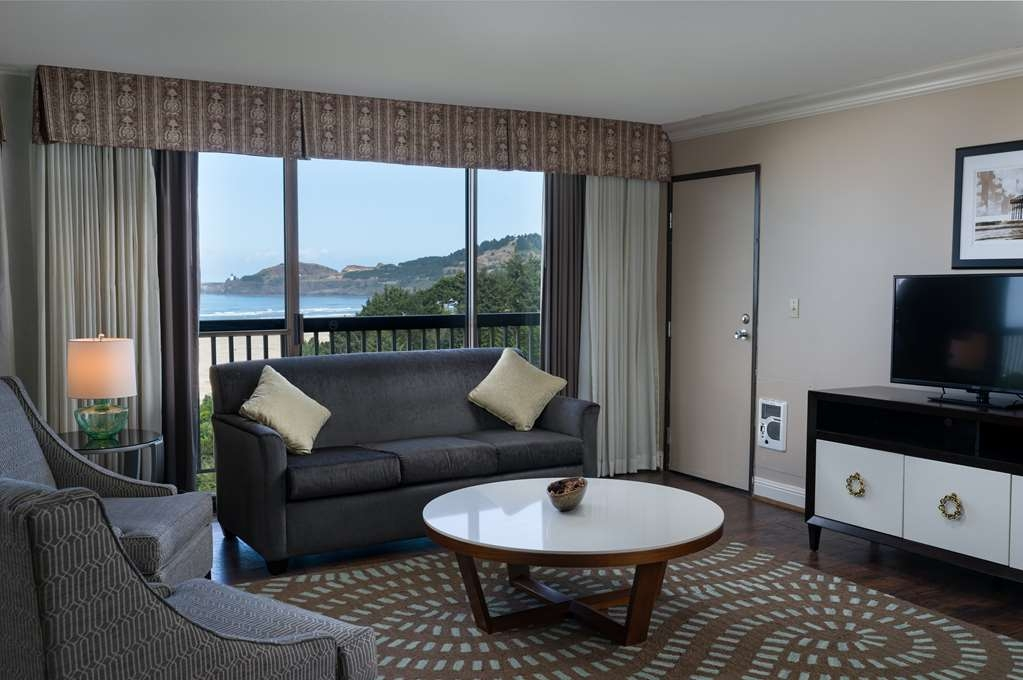 Best Western Plus Agate Beach Inn - Suite