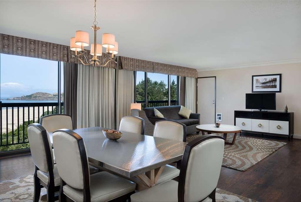 Best Western Plus Agate Beach Inn - Hospitality Suite for Groups
