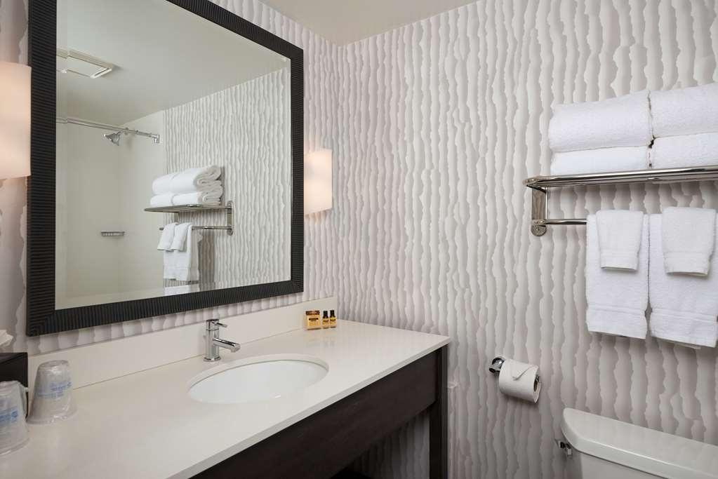 Best Western Plus Agate Beach Inn - Bathroom DSC