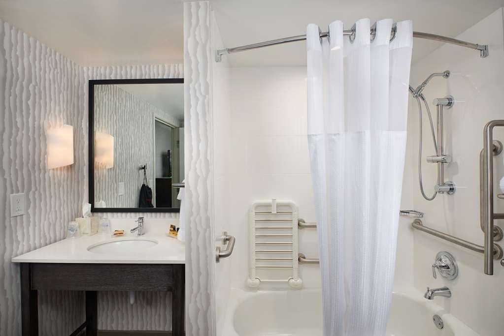 Best Western Plus Agate Beach Inn - Handicap Bathroom DSC