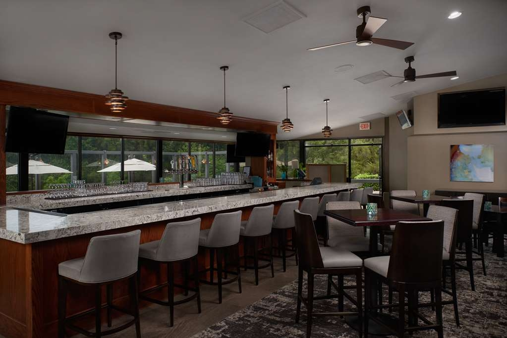 Best Western Plus Agate Beach Inn - Bar / Lounge