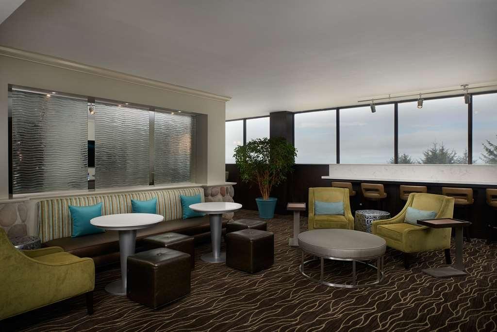 Best Western Plus Agate Beach Inn - Hotel Lobby