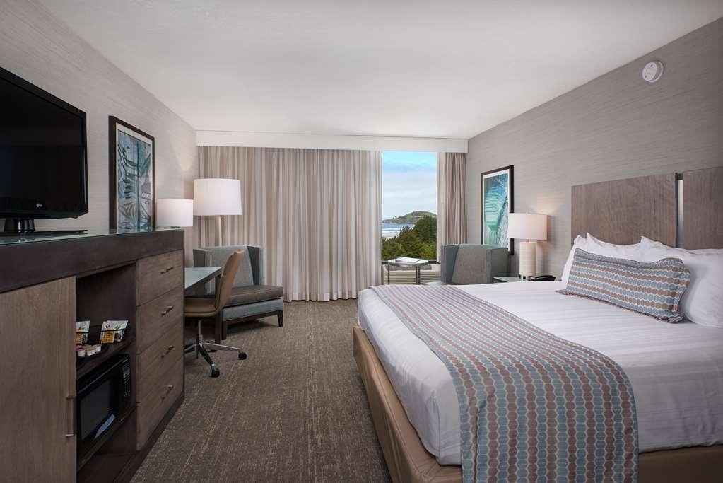 Best Western Plus Agate Beach Inn - King Bed Guest Room Partial View