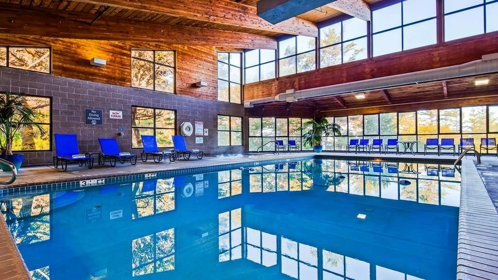 Best Western Plus Agate Beach Inn - Indoor pool