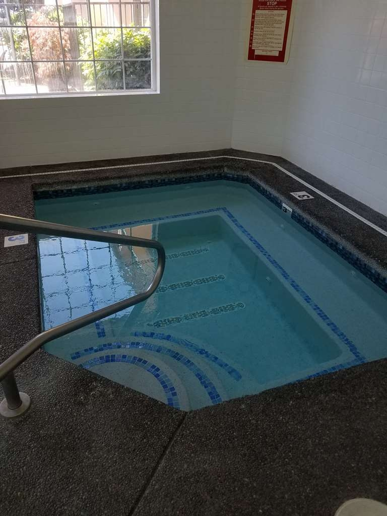 Best Western Sandy Inn - Piscina