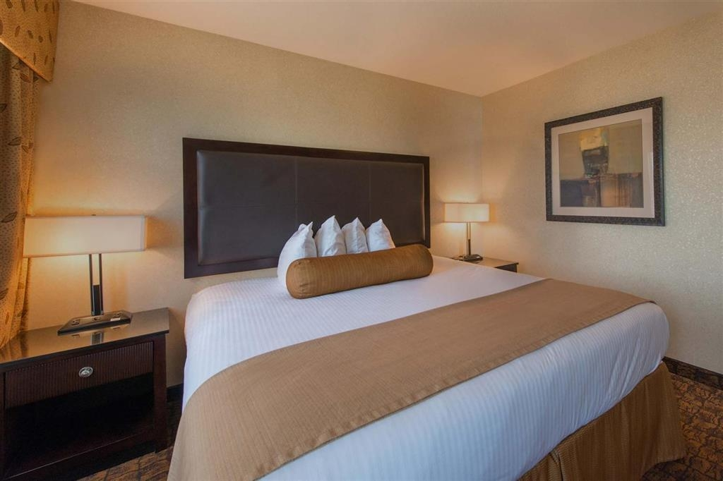 Best Western Astoria Bayfront Hotel - All of our suites and rooms are 100% smoke-free.