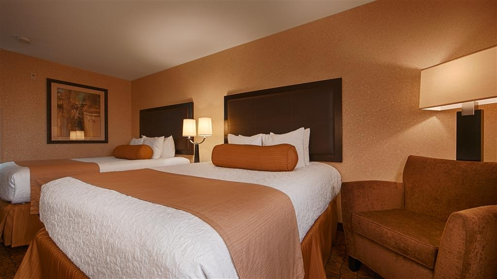 Best Western Astoria Bayfront Hotel - Relax in a room with two-queen beds and sink in each night and wake up feeling completely refreshed.