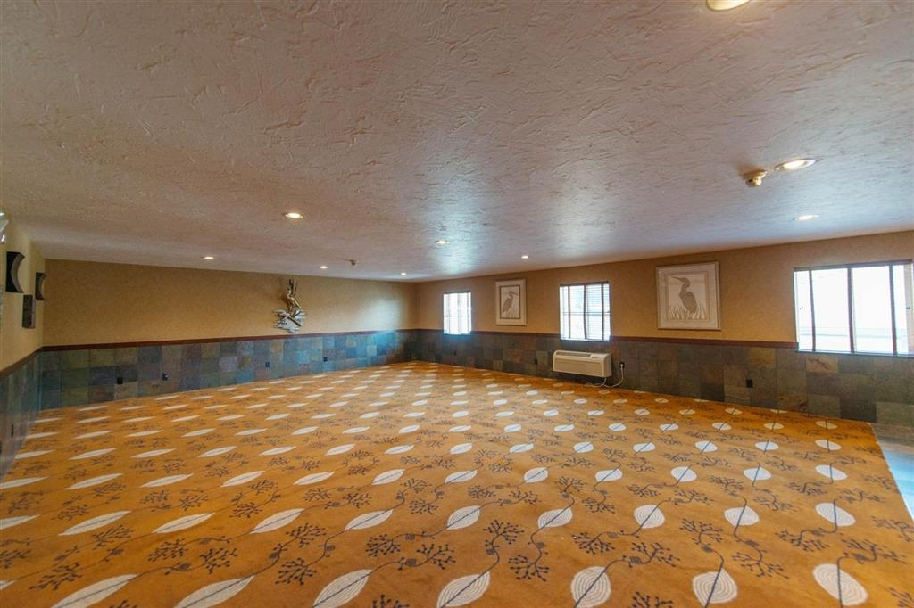 Best Western Astoria Bayfront Hotel - Our meeting room can be set-up to meet your needs.