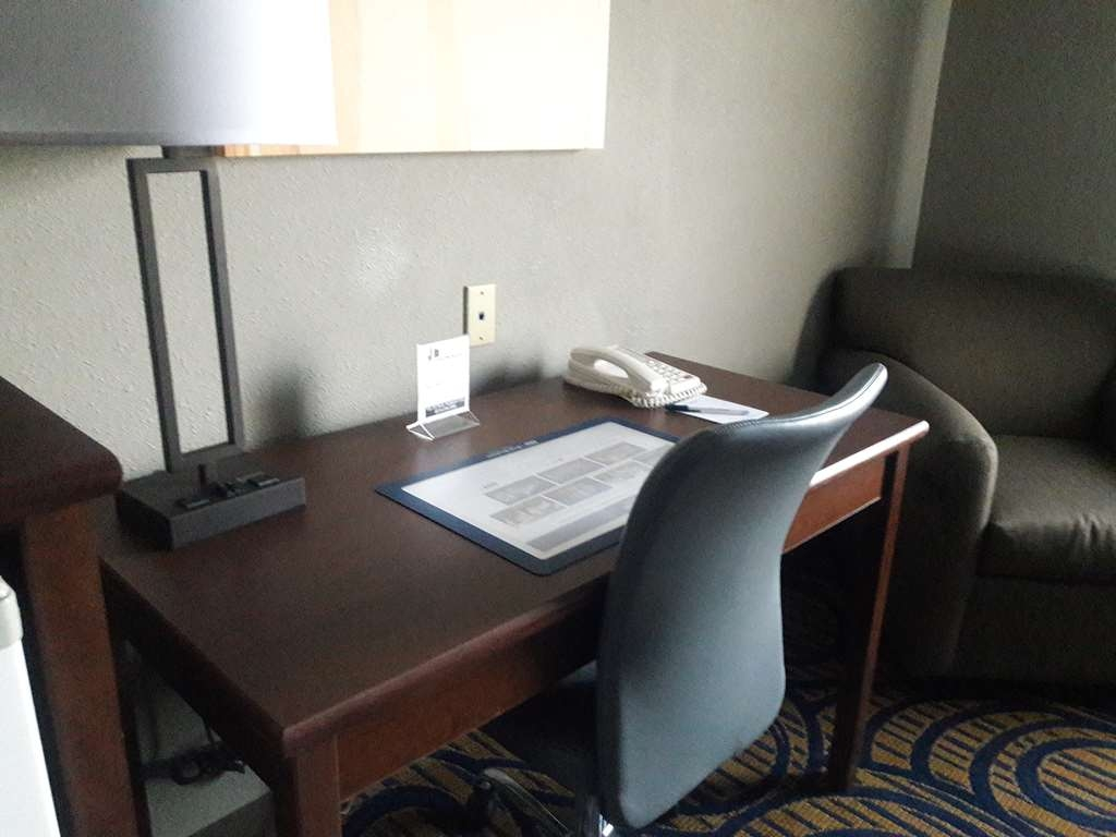 Best Western Woodburn - If you are looking for a space to work without leaving your room.