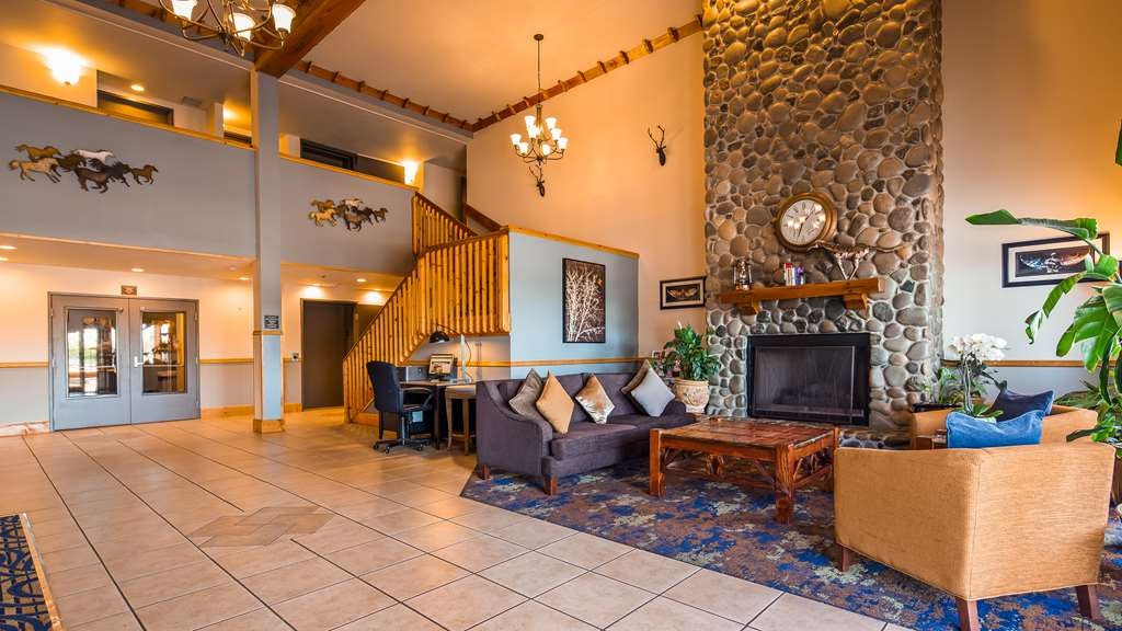 Best Western Woodburn - Our lobby is the perfect spot to relax after a long day of work and travel.