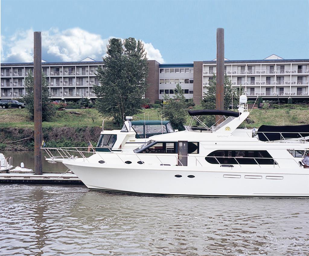 Best Western Plus Rivershore Hotel - Dock Hotel