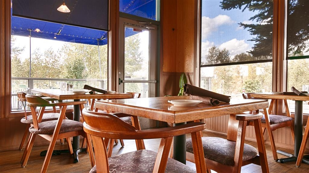 Best Western Plus Rivershore Hotel - Restaurant / Etablissement gastronomique