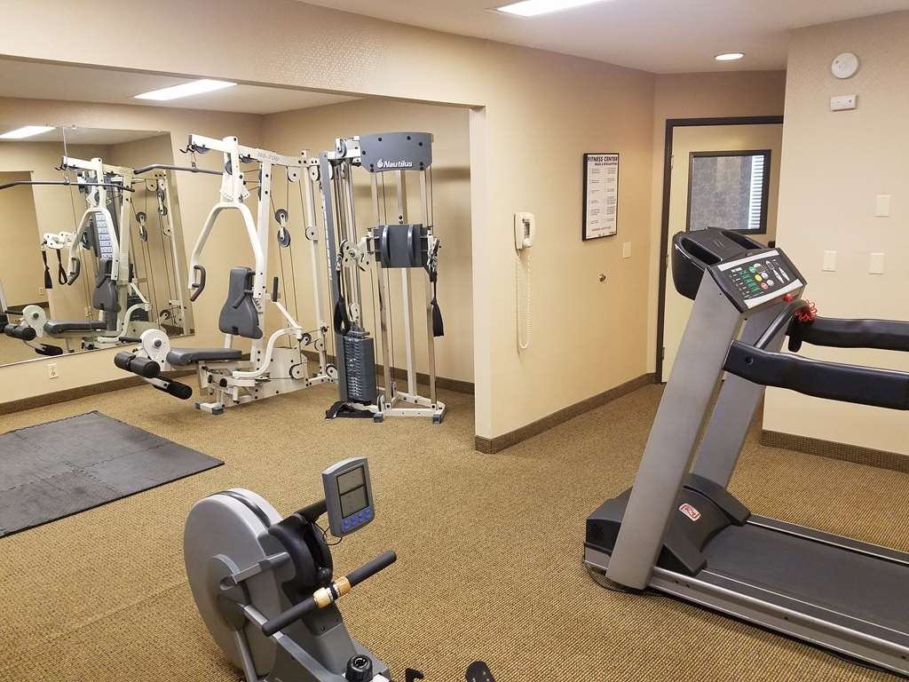 Best Western Plus Rivershore Hotel - Our fitness center is open 24 hours a day.